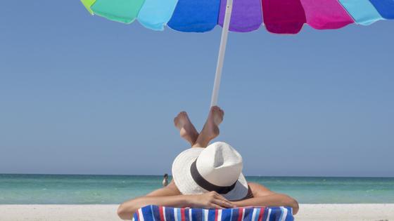 5 Dicas para antes de viajar - relaxar; de pernas para o ar